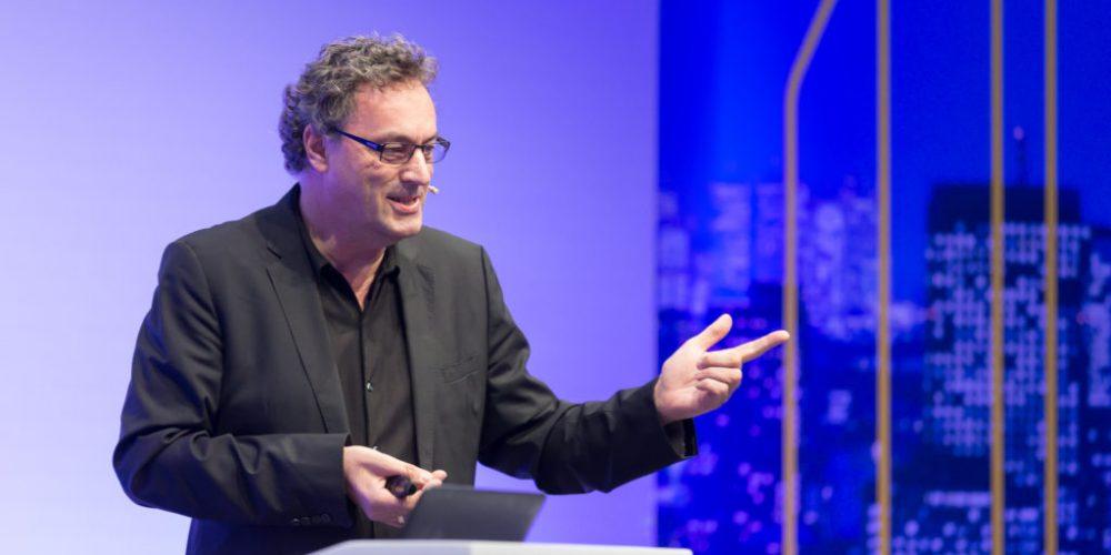 Technologické změny ukončí kapitalismus, říká futurolog Leonhard