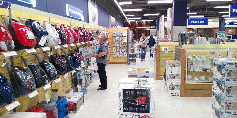 Tržby v maloobchodě v červenci vzrostly o tři procenta