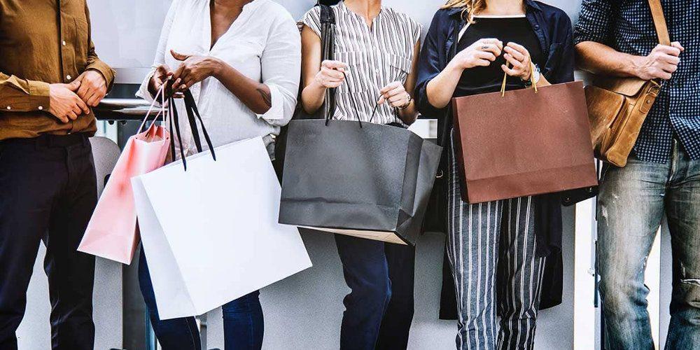 Nakupování napříč generacemi: Jak se rozhodují, jak nakupují mladí versus starší